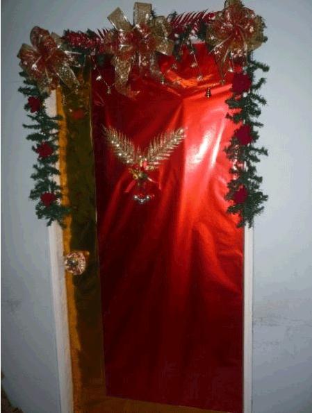 Decoracion de puerta de navidad for Decoracion puertas navidad