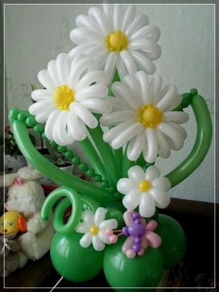 decora una despedida con una hermosa columna de globos y con detalles de flores me encantan como se ven